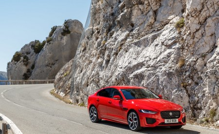 2020 Jaguar XE S R-Dynamic P300 (Color: Caldera Red) Front Three-Quarter Wallpapers 450x275 (9)