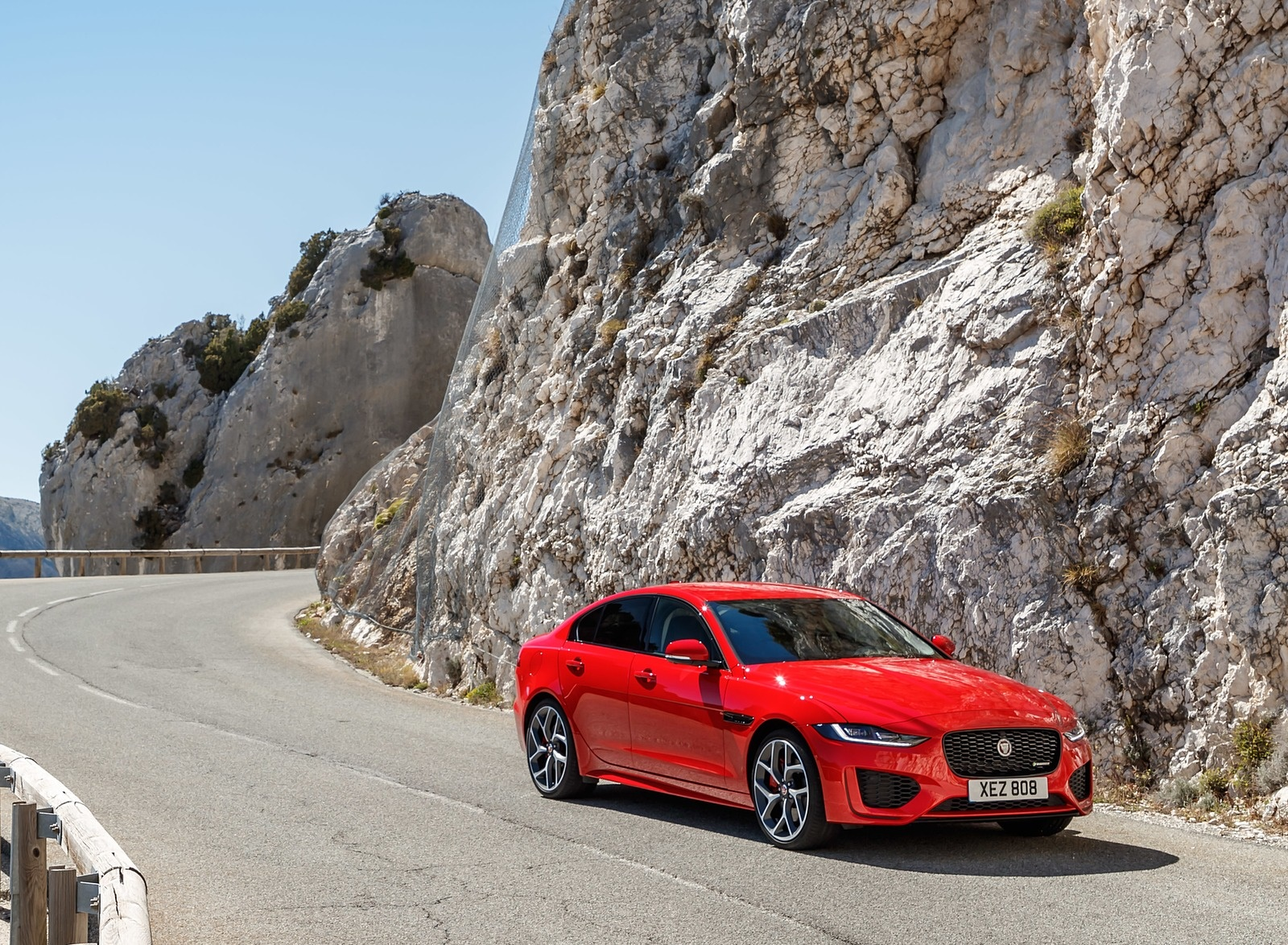 2020 Jaguar XE S R-Dynamic P300 (Color: Caldera Red) Front Three-Quarter Wallpapers (9)