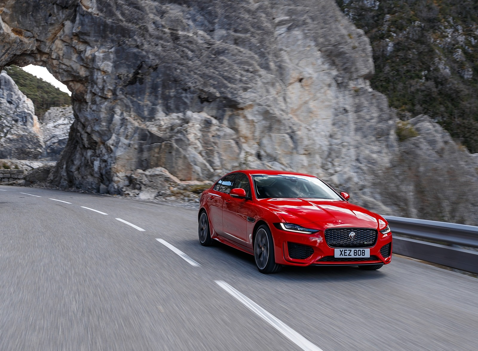 2020 Jaguar XE S R-Dynamic P300 (Color: Caldera Red) Front Three-Quarter Wallpapers (2)