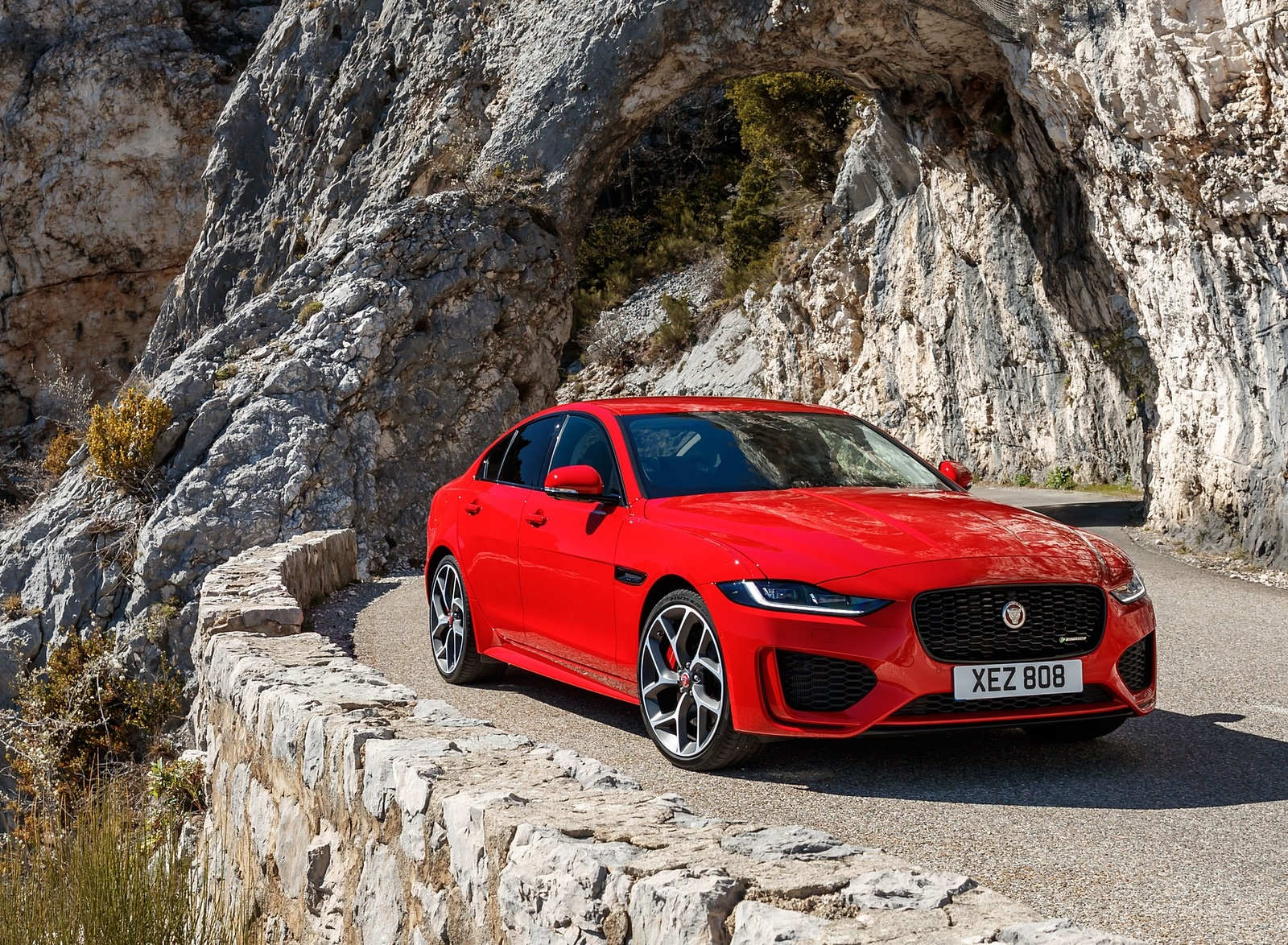 2020 Jaguar XE S R-Dynamic P300 (Color: Caldera Red) Front Three-Quarter Wallpapers (11)
