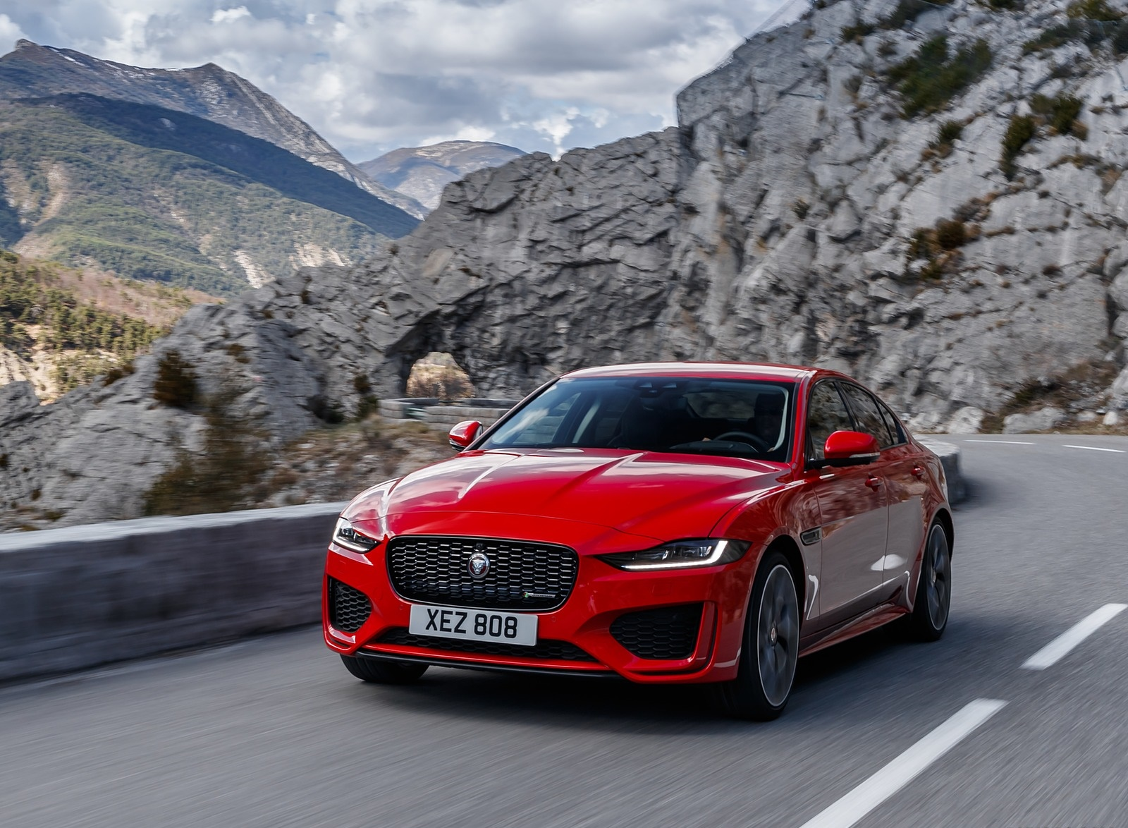 2020 Jaguar XE S R-Dynamic P300 (Color: Caldera Red) Front Three-Quarter Wallpapers (1)