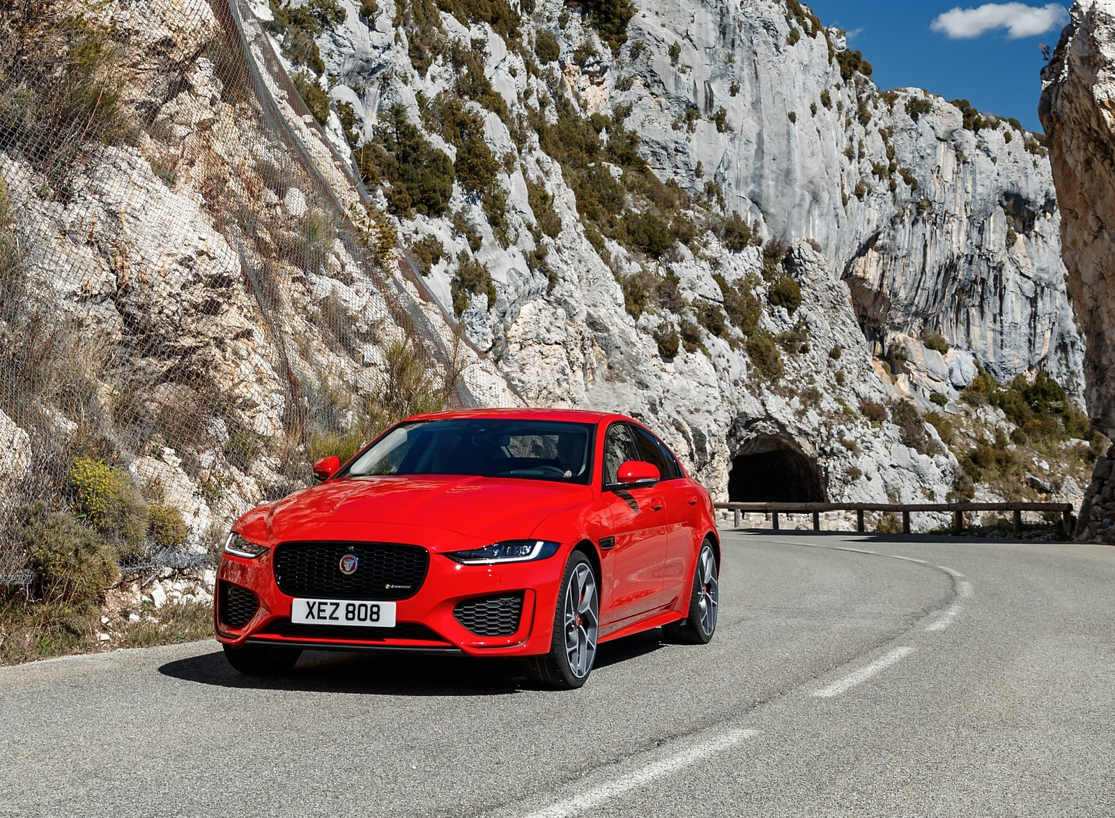 2020 Jaguar XE S R-Dynamic P300 (Color: Caldera Red) Front Wallpapers (13)