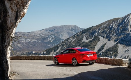2020 Jaguar XE S R-Dynamic P300 (Color: Caldera Red) Rear Three-Quarter Wallpapers 450x275 (14)