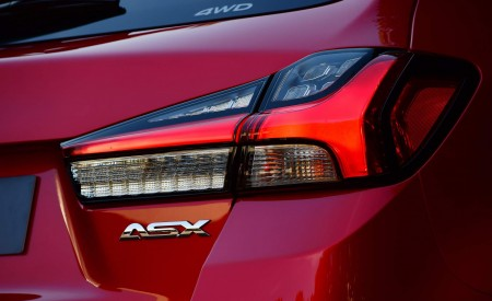 2020 Mitsubishi Outlander Sport Tail Light Wallpapers 450x275 (24)