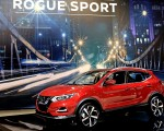 2020 Nissan Rogue Sport Front Three-Quarter Wallpapers 150x120 (49)