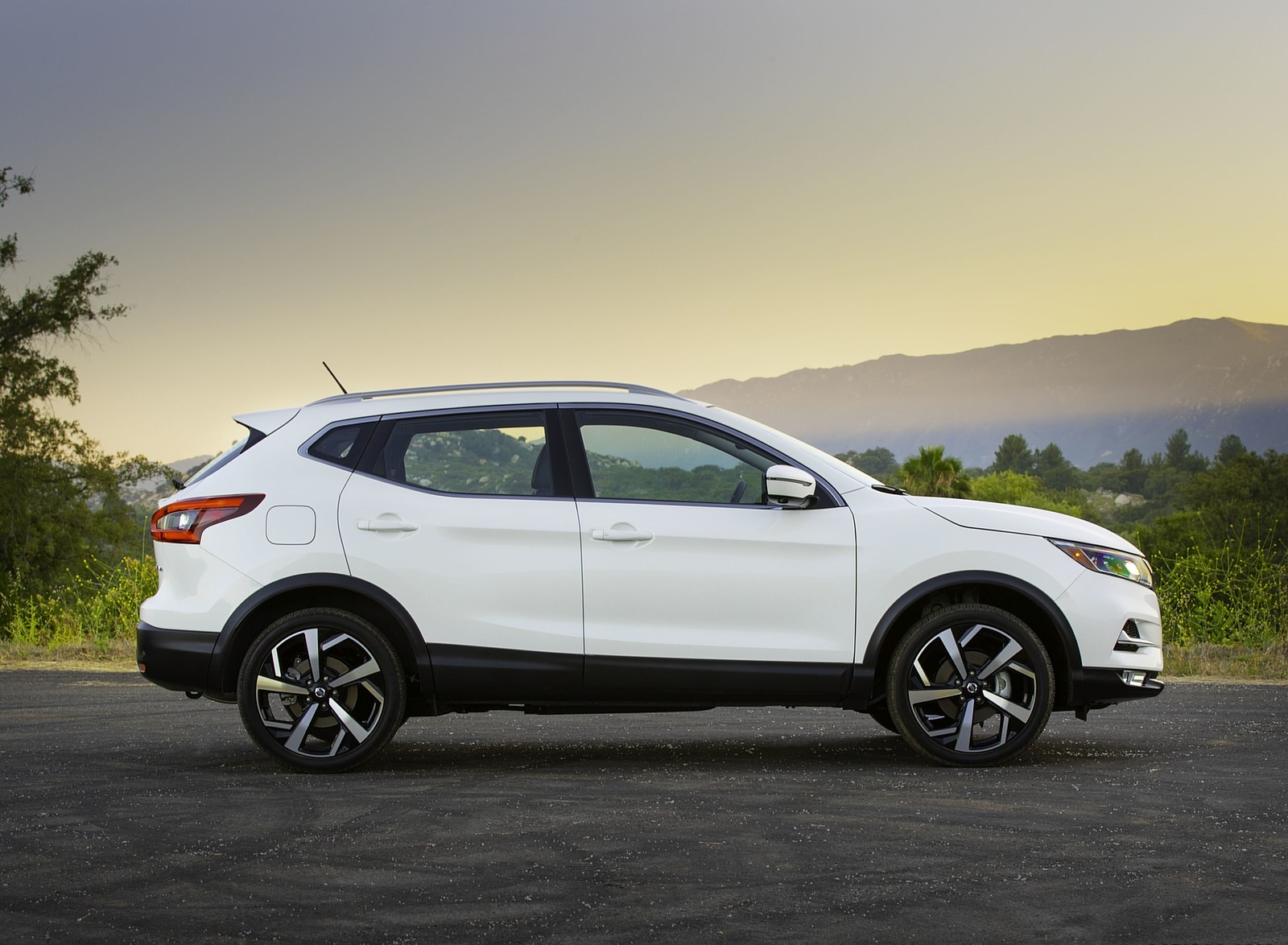 2020 Nissan Rogue Sport Side Wallpapers (10)