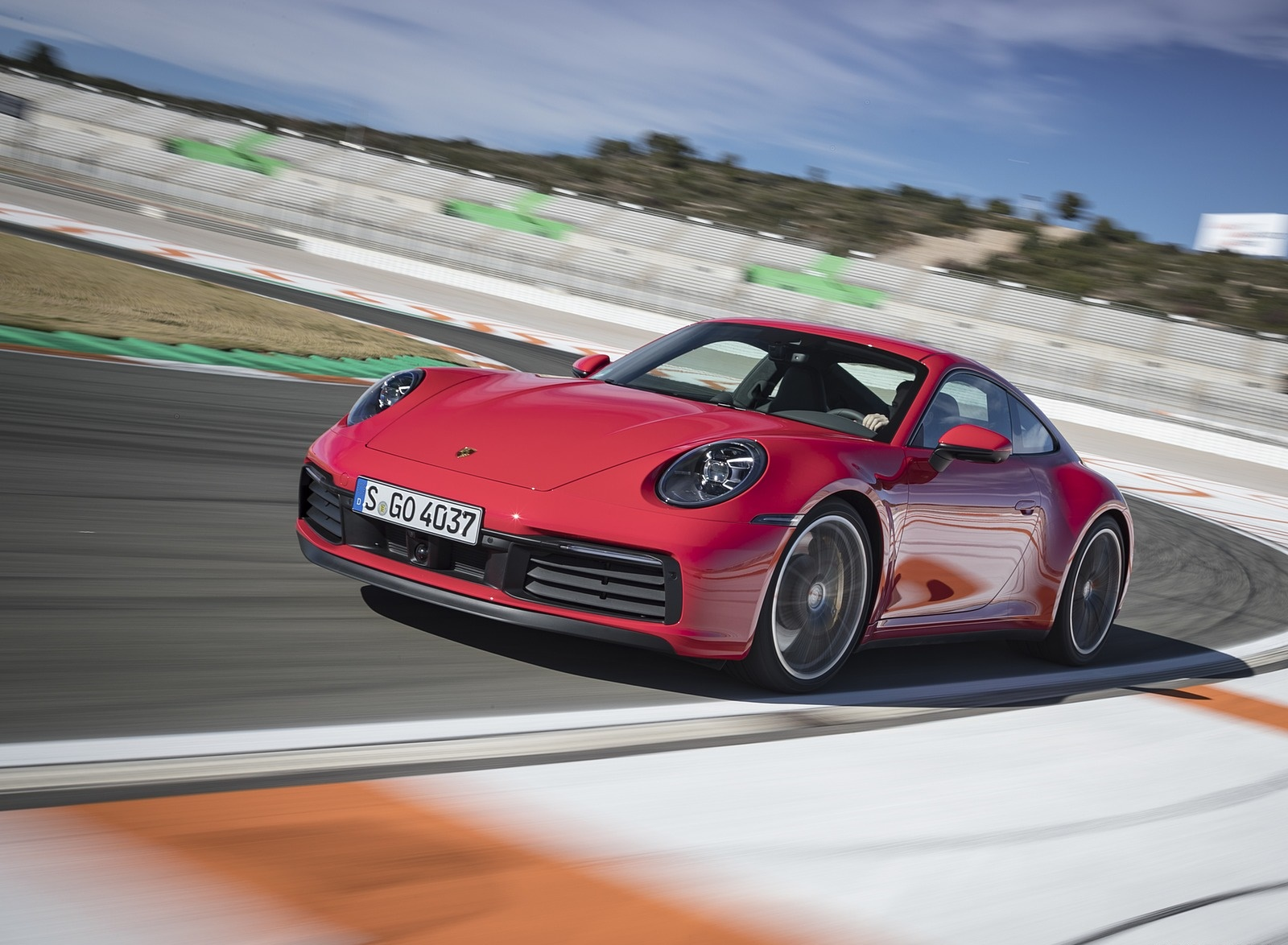 2020 Porsche 911 4S (Color: Guards Red) Front Three-Quarter Wallpaper (11)