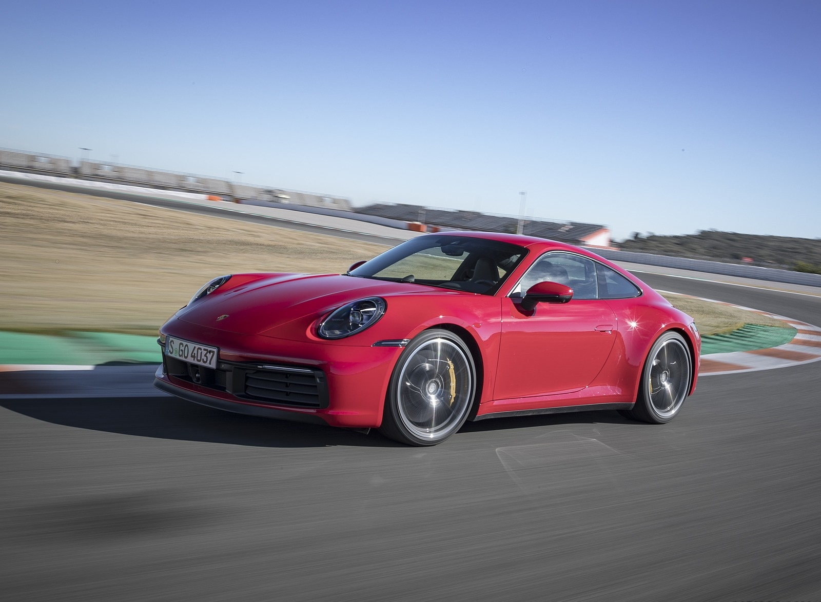 2020 Porsche 911 4S (Color: Guards Red) Front Three-Quarter Wallpaper (12)