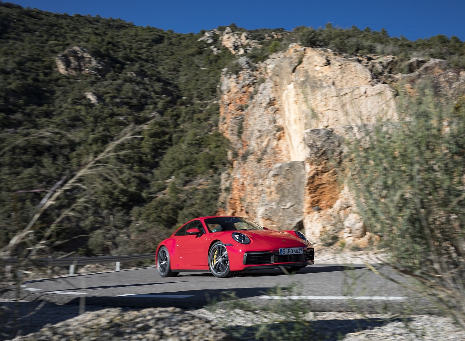 2020 Porsche 911 4S (Color: Guards Red) Front Three-Quarter Wallpaper (4)