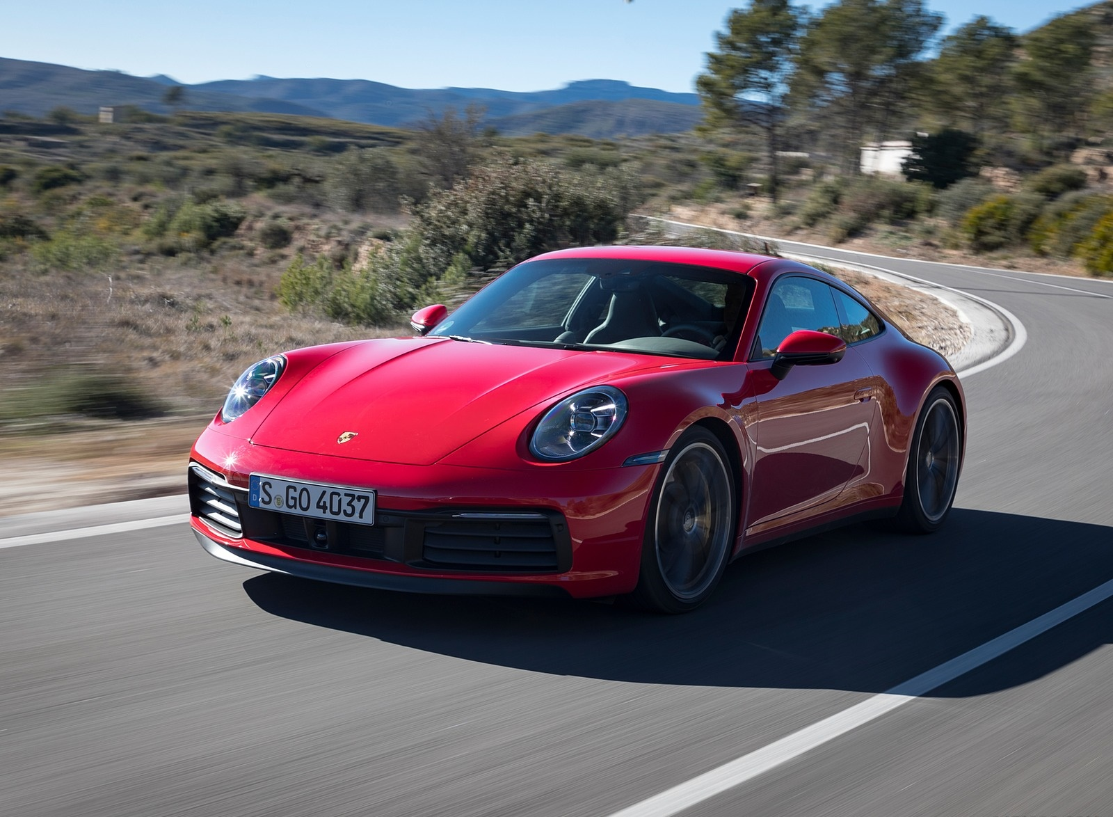2020 Porsche 911 4S (Color: Guards Red) Front Three-Quarter Wallpaper (13)