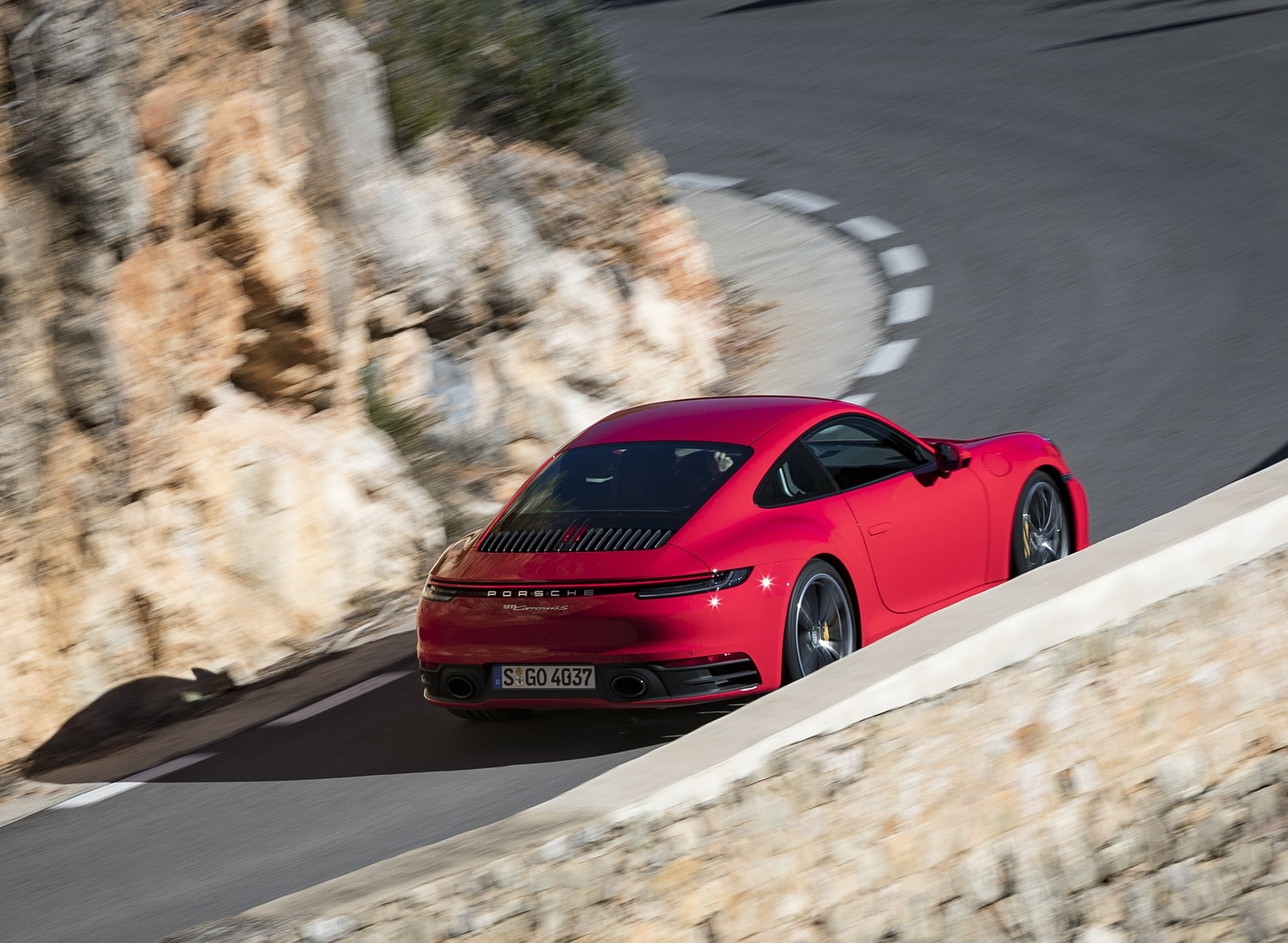 2020 Porsche 911 4S (Color: Guards Red) Rear Three-Quarter Wallpaper (6)
