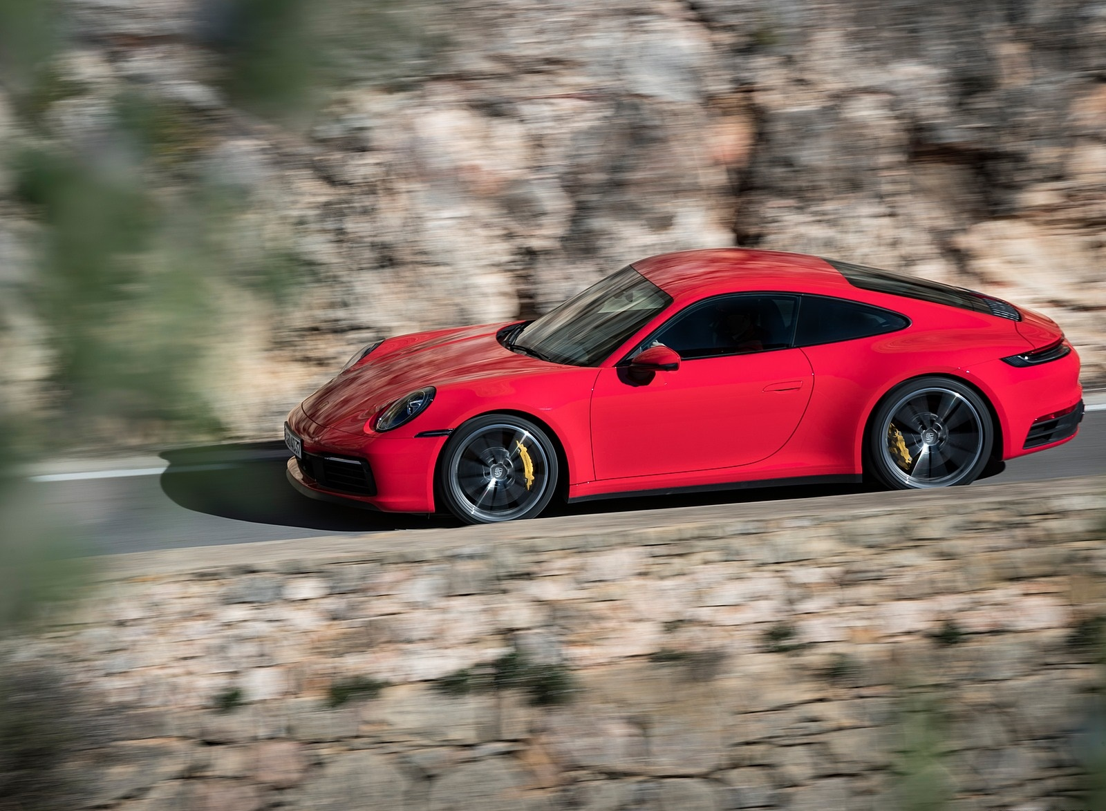 2020 Porsche 911 4S (Color: Guards Red) Side Wallpaper (2)