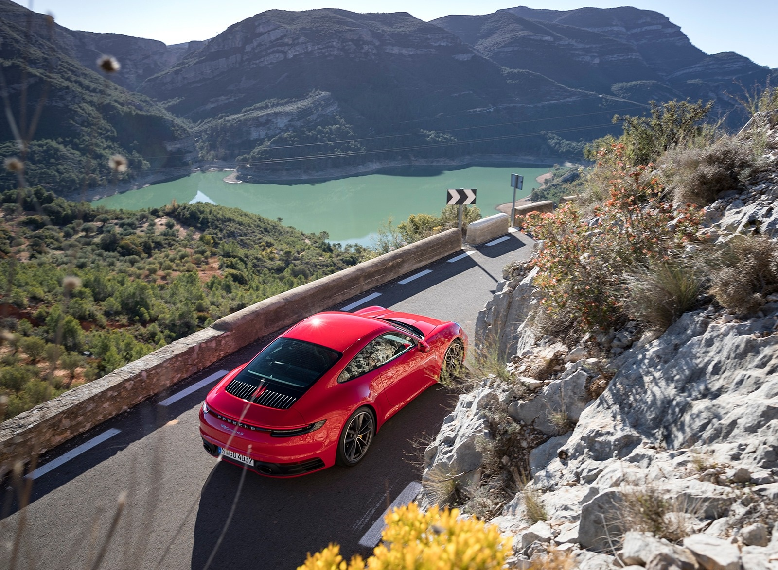 2020 Porsche 911 4S (Color: Guards Red) Top Wallpaper (9)