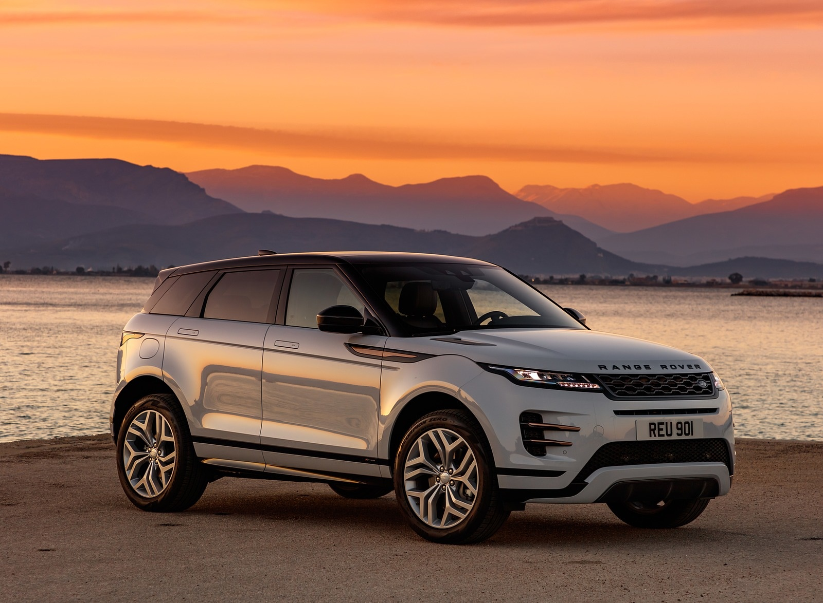 2020 Range Rover Evoque Front Three-Quarter Wallpapers (12)