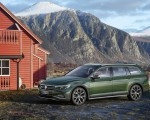 2020 Volkswagen Passat Alltrack (EU-Spec) Front Three-Quarter Wallpapers 150x120 (4)