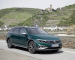 2020 Volkswagen Passat Alltrack (EU-Spec) Front Three-Quarter Wallpapers 150x120 (25)