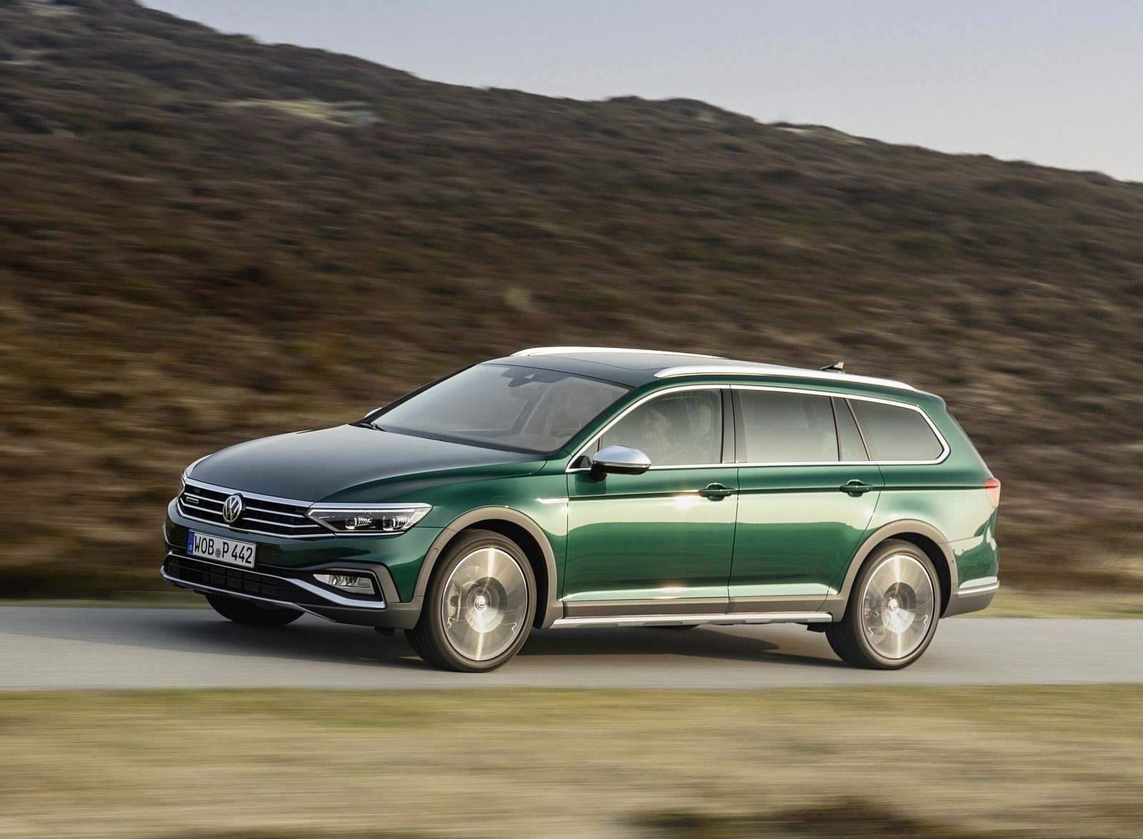 2020 Volkswagen Passat Alltrack (EU-Spec) Front Three-Quarter Wallpapers (4)