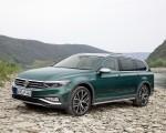 2020 Volkswagen Passat Alltrack (EU-Spec) Front Three-Quarter Wallpapers 150x120 (28)