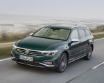 2020 Volkswagen Passat Alltrack (EU-Spec) Front Three-Quarter Wallpapers 150x120 (15)