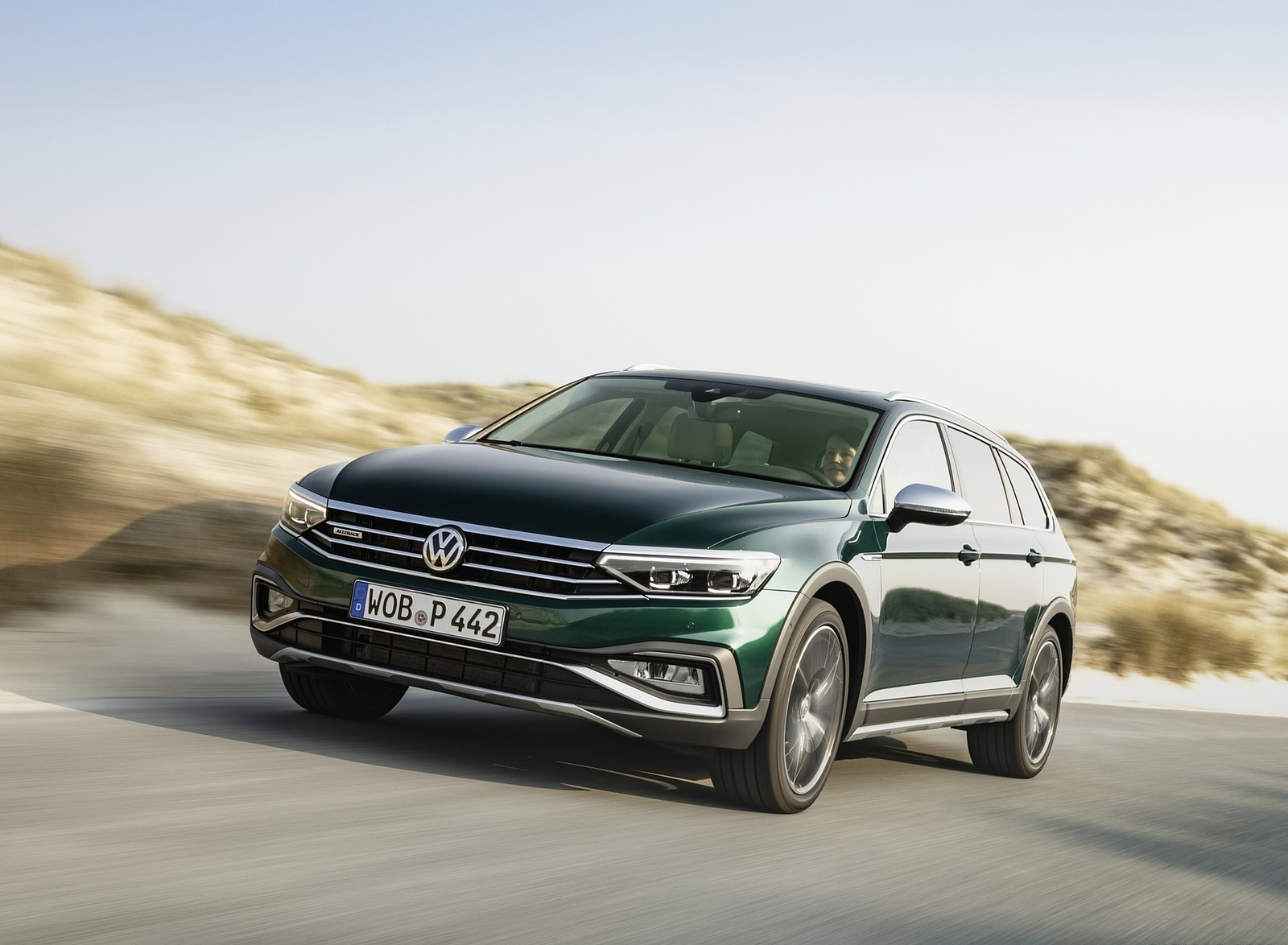 2020 Volkswagen Passat Alltrack (EU-Spec) Front Three-Quarter Wallpapers (6)