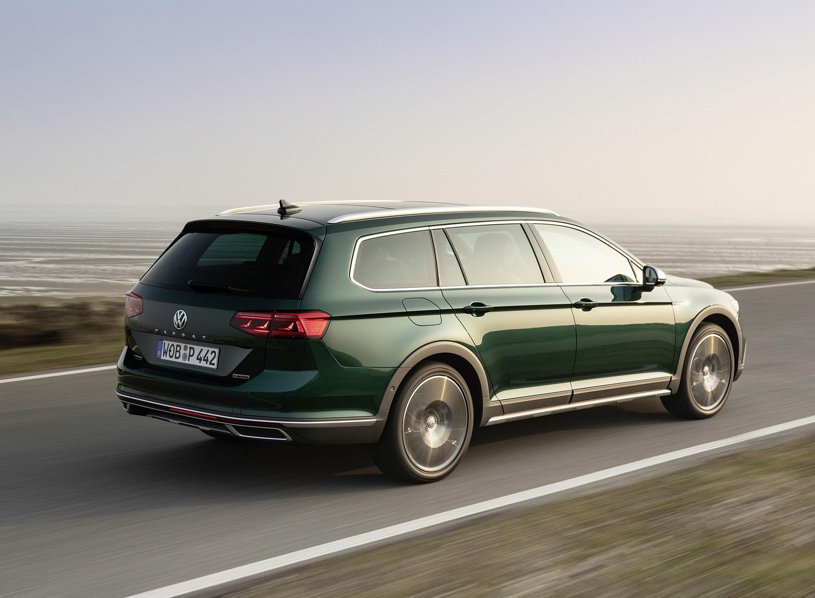 2020 Volkswagen Passat Alltrack (EU-Spec) Rear Three-Quarter Wallpapers (9)