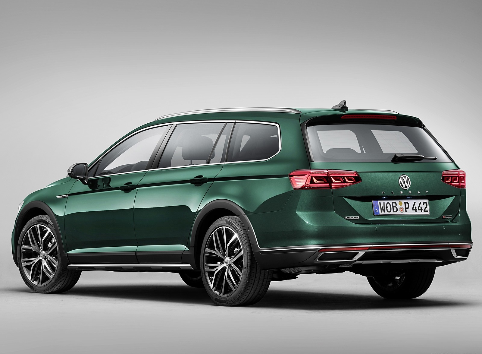 2020 Volkswagen Passat Alltrack (EU-Spec) Rear Three-Quarter Wallpapers (8)