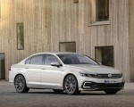 2020 Volkswagen Passat GTE Sedan (EU-Spec) Front Three-Quarter Wallpapers 150x120 (41)
