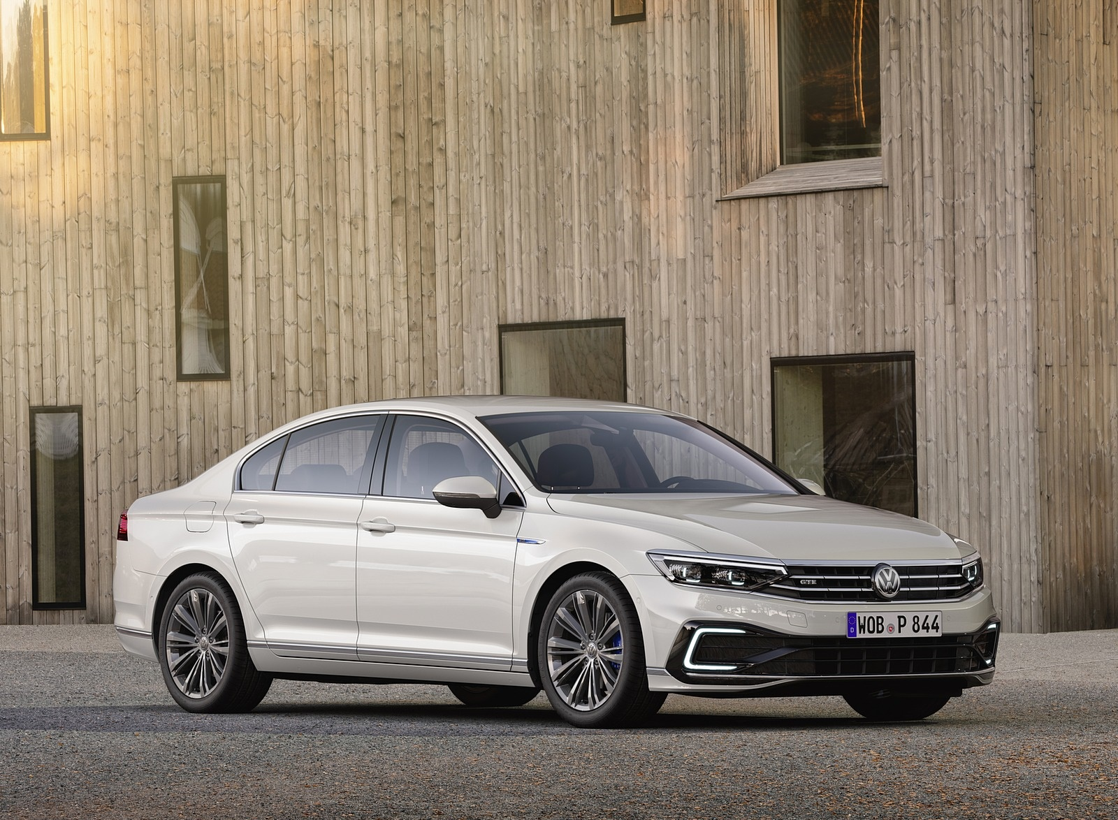 2020 Volkswagen Passat GTE Sedan (EU-Spec) Front Three-Quarter Wallpapers (7)