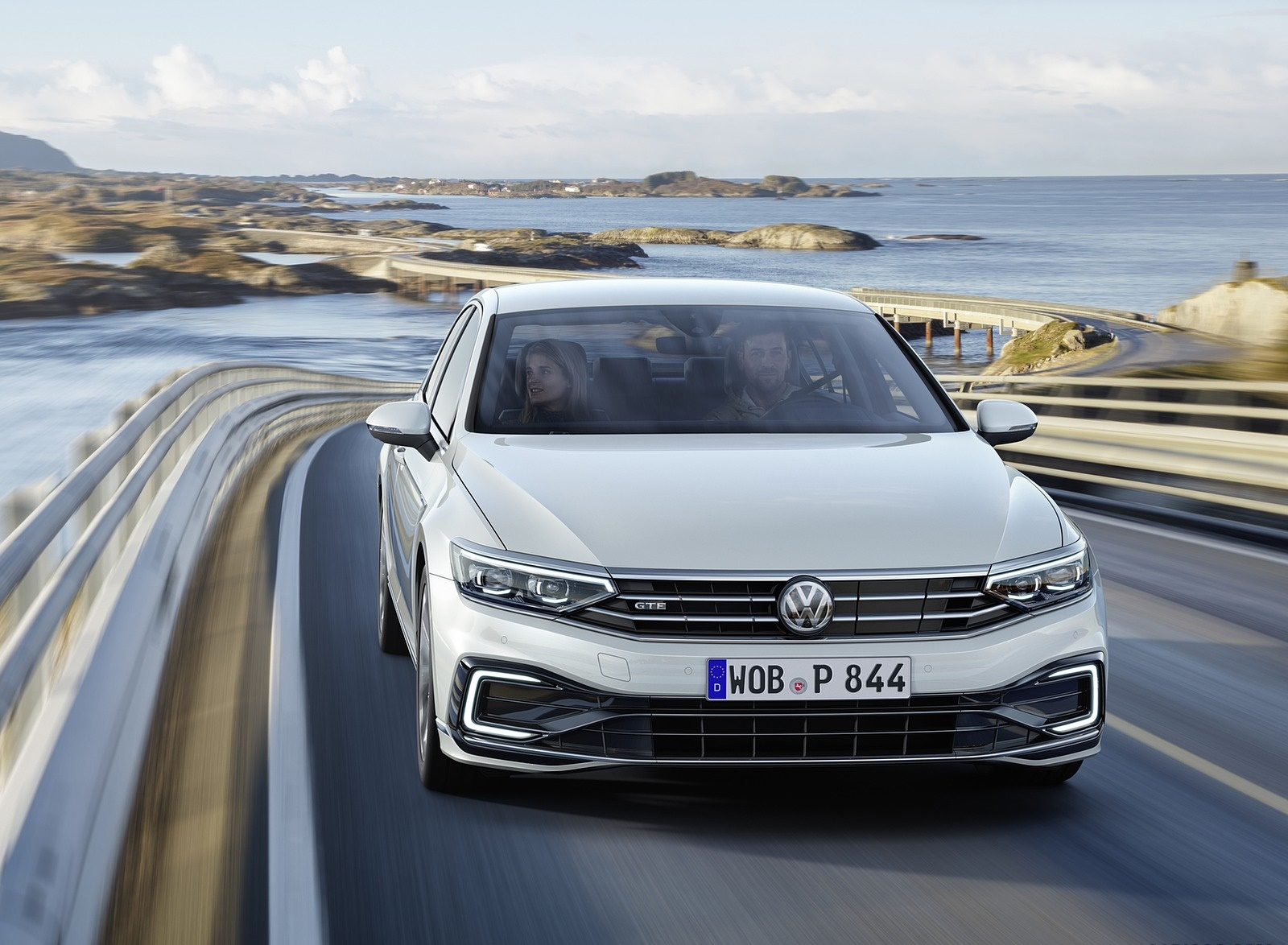 2020 Volkswagen Passat GTE Sedan (EU-Spec) Front Wallpapers (1)