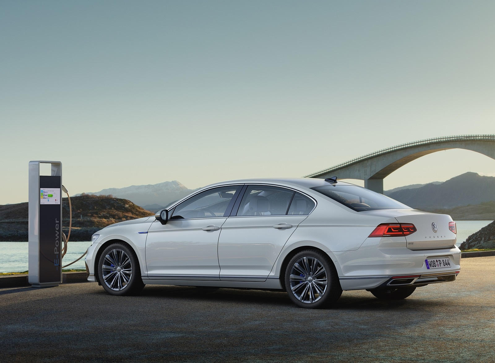 2020 Volkswagen Passat GTE Sedan (EU-Spec) Rear Three-Quarter Wallpapers (2)