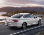 2020 Volkswagen Passat GTE Sedan (EU-Spec) Rear Three-Quarter Wallpapers 150x120 (8)