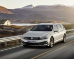 2020 Volkswagen Passat GTE Variant (EU-Spec) Front Three-Quarter Wallpapers 150x120 (37)