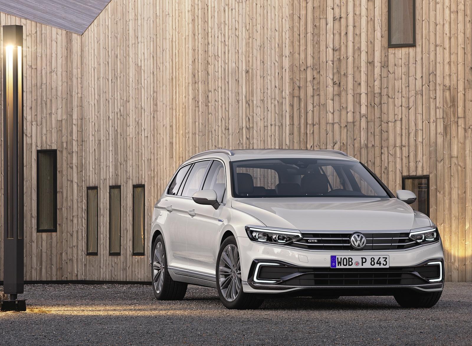 2020 Volkswagen Passat GTE Variant (EU-Spec) Front Wallpaper (11)