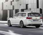 2020 Volkswagen Passat GTE Variant (EU-Spec) Rear Three-Quarter Wallpapers 150x120 (39)