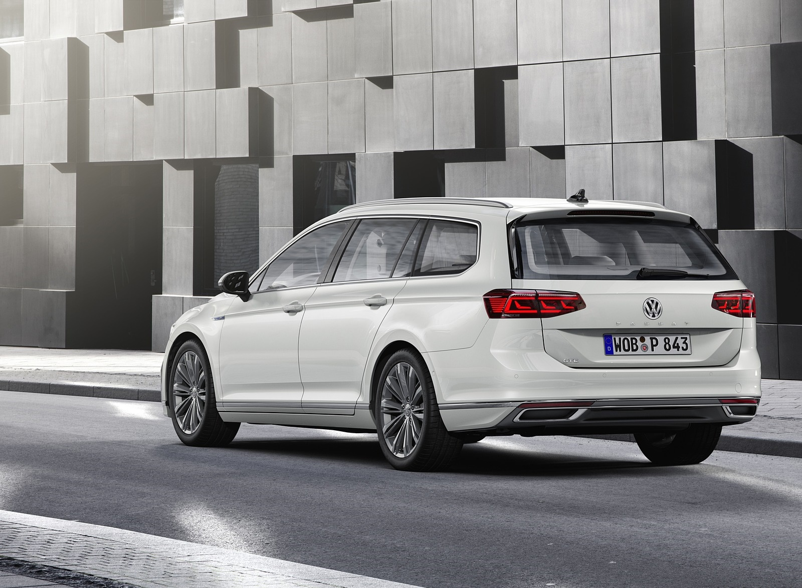 2020 Volkswagen Passat GTE Variant (EU-Spec) Rear Three-Quarter Wallpapers (5)