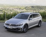 2020 Volkswagen Passat GTE Variant (Plug-In Hybrid EU-Spec) Front Three-Quarter Wallpapers 150x120 (11)