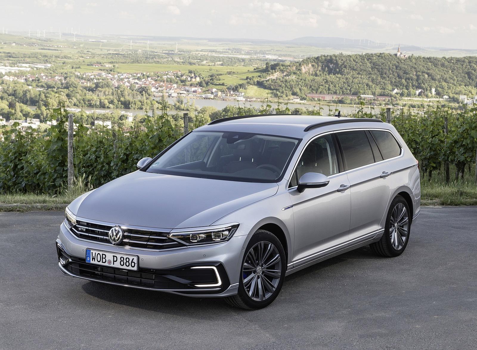 2020 Volkswagen Passat GTE Variant (Plug-In Hybrid EU-Spec) Front Three-Quarter Wallpapers (11)
