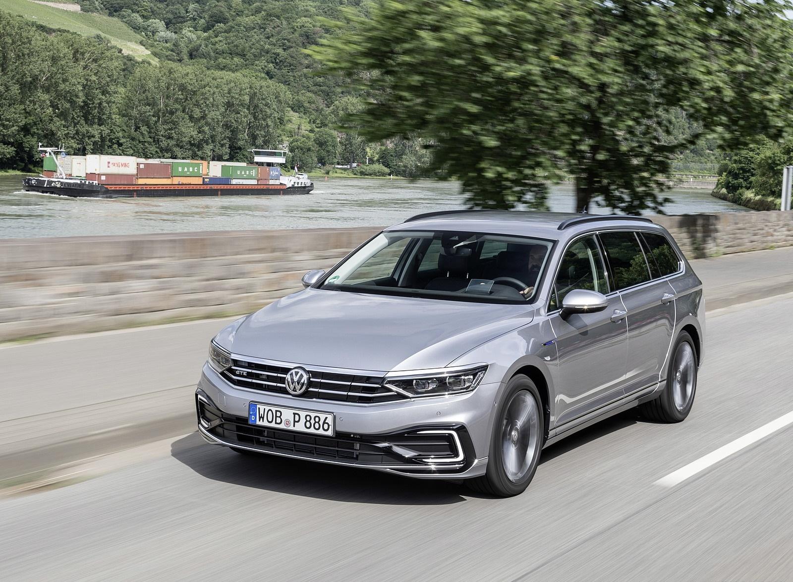 2020 Volkswagen Passat GTE Variant (Plug-In Hybrid EU-Spec) Front Three-Quarter Wallpapers (1)