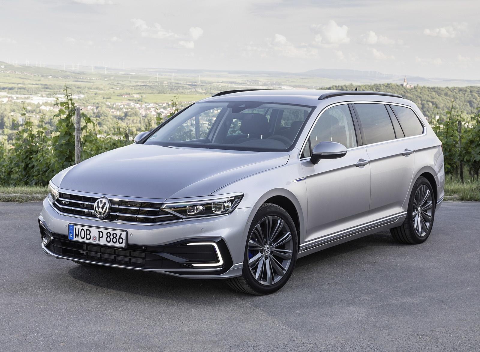 2020 Volkswagen Passat GTE Variant (Plug-In Hybrid EU-Spec) Front Three-Quarter Wallpapers (12)