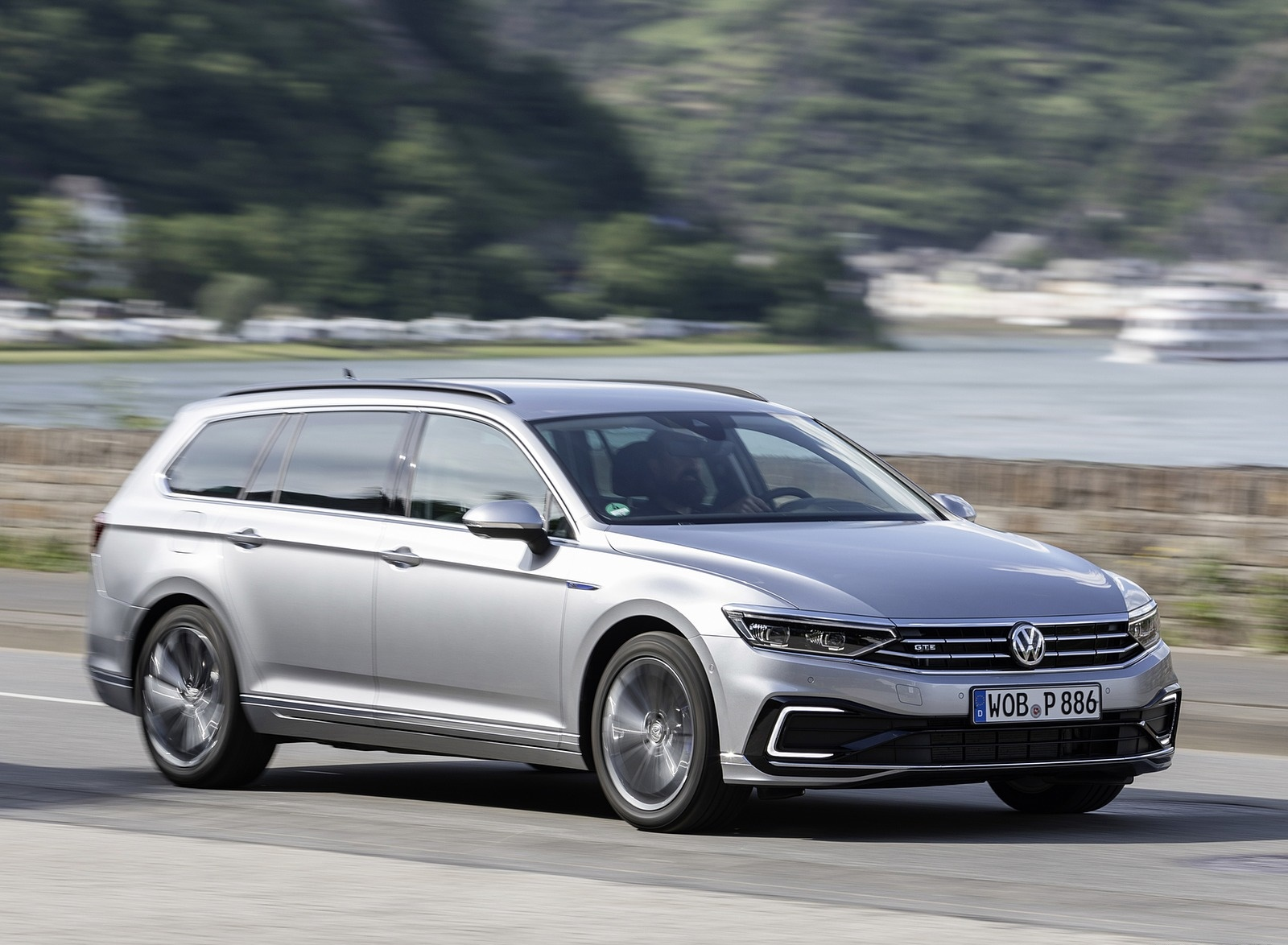 2020 Volkswagen Passat GTE Variant (Plug-In Hybrid EU-Spec) Front Three-Quarter Wallpapers (4)