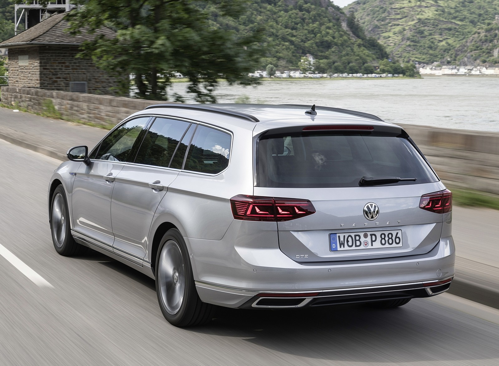 2020 Volkswagen Passat GTE Variant (Plug-In Hybrid EU-Spec) Rear Three-Quarter Wallpapers (5)