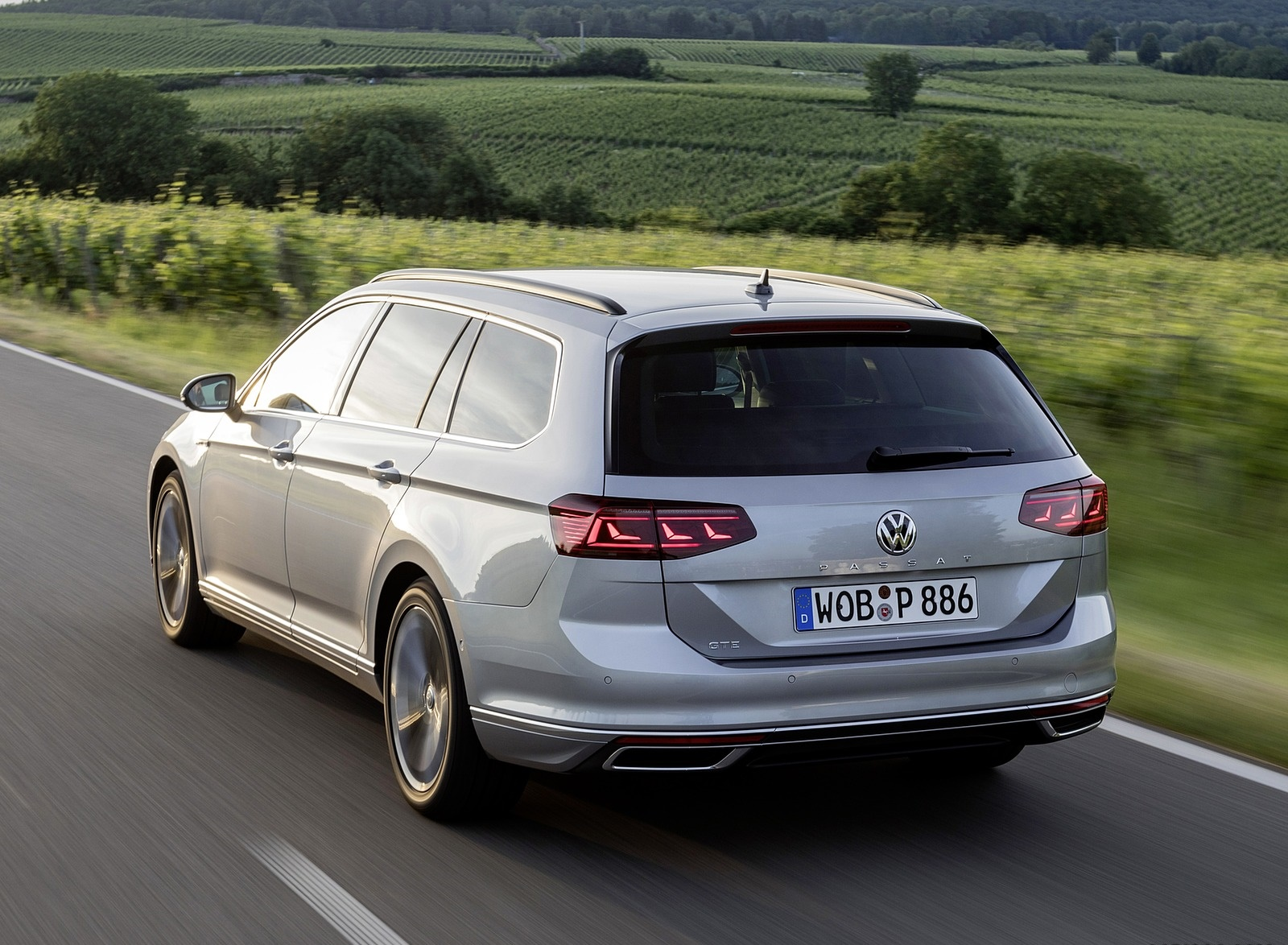 2020 Volkswagen Passat GTE Variant (Plug-In Hybrid EU-Spec) Rear Three-Quarter Wallpapers (6)