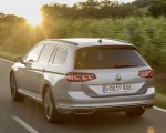 2020 Volkswagen Passat GTE Variant (Plug-In Hybrid EU-Spec) Rear Three-Quarter Wallpapers 150x120 (7)