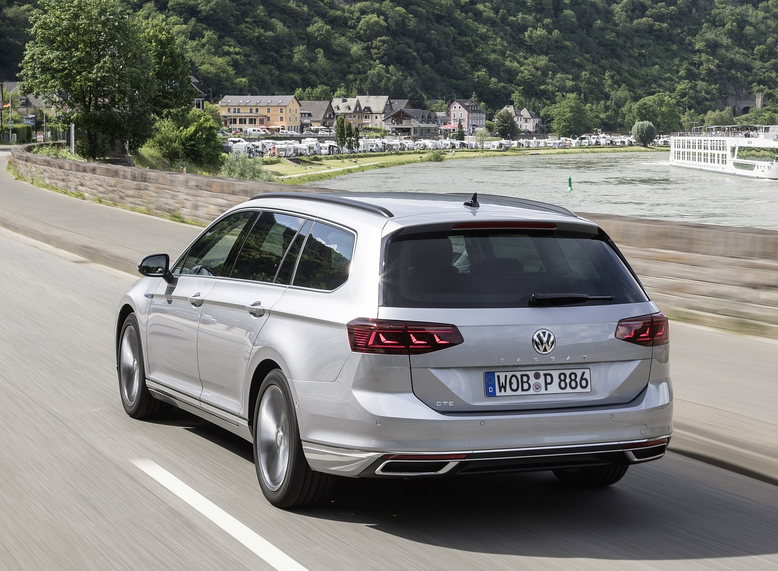 2020 Volkswagen Passat GTE Variant (Plug-In Hybrid EU-Spec) Rear Three-Quarter Wallpapers (9)