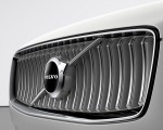 2020 Volvo XC90 Inscription T8 Plug-in Hybrid (Color: Birch Light Metallic) Grill Wallpapers 150x120 (31)