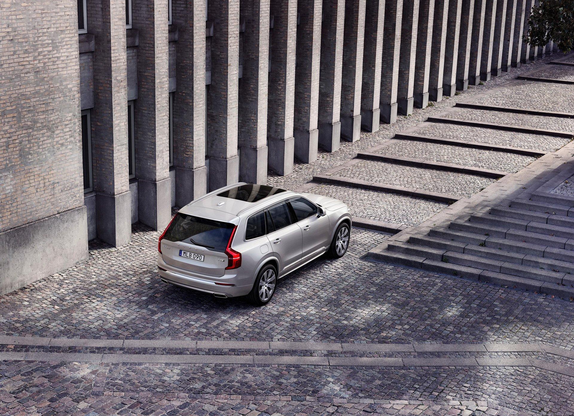 2020 Volvo XC90 Inscription T8 Plug-in Hybrid (Color: Birch Light