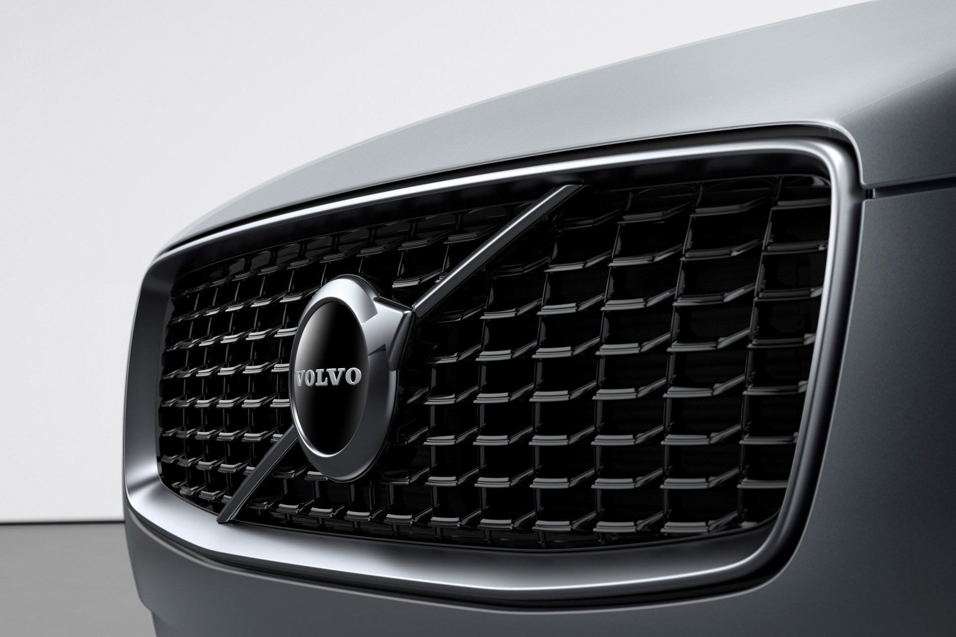2020 Volvo XC90 R-Design T8 Plug-in Hybrid (Color: Thunder Grey) Grill Wallpapers (9)