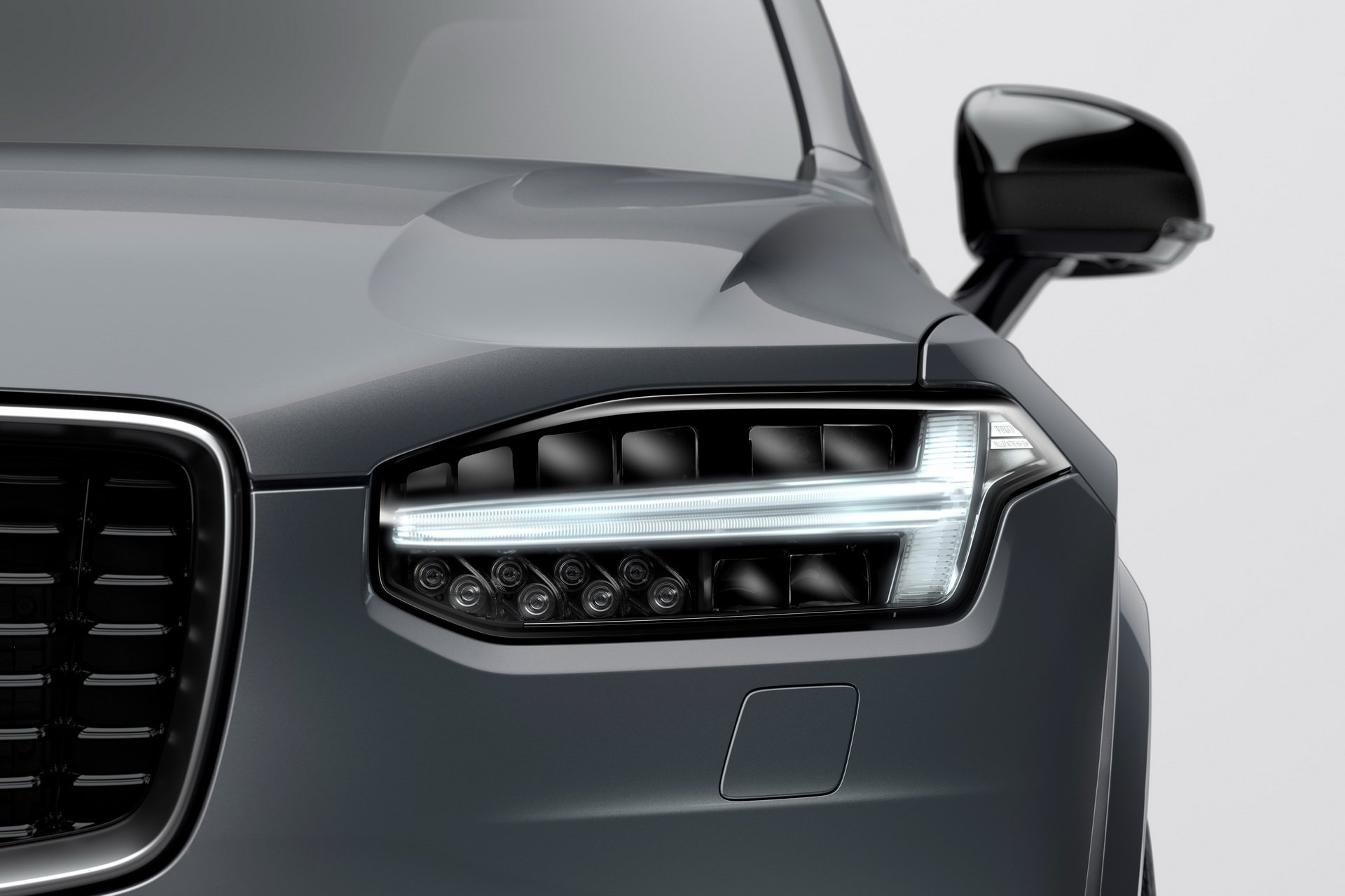 2020 Volvo XC90 R-Design T8 Plug-in Hybrid (Color: Thunder Grey) Headlight Wallpapers (10)
