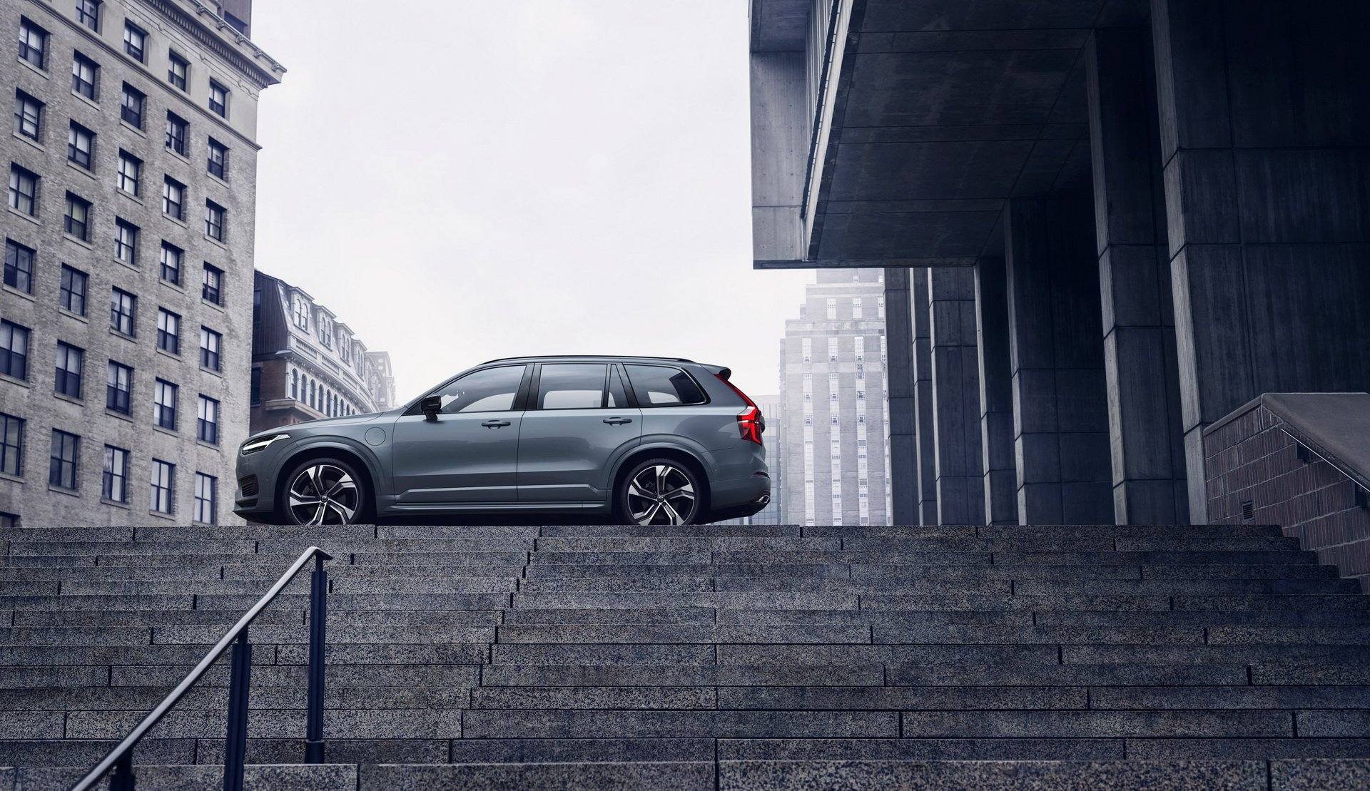 2020 Volvo XC90 R-Design T8 Plug-in Hybrid (Color: Thunder Grey) Side Wallpapers (5)