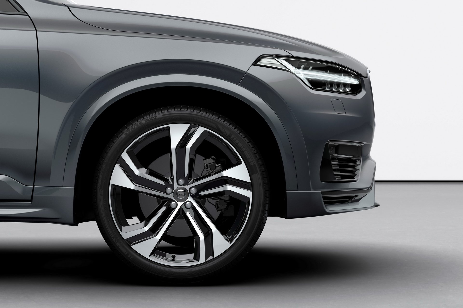 2020 Volvo XC90 R-Design T8 Plug-in Hybrid (Color: Thunder Grey) Wheel Wallpapers (15)